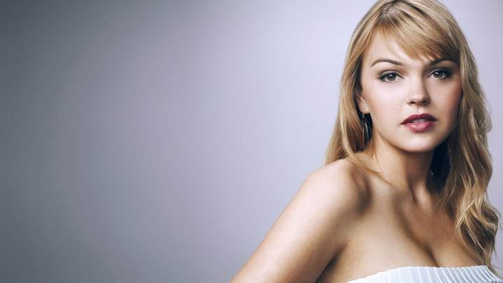Aimee Teegarden Innocent Face N Red Lips Cute Eyes Photoshoot